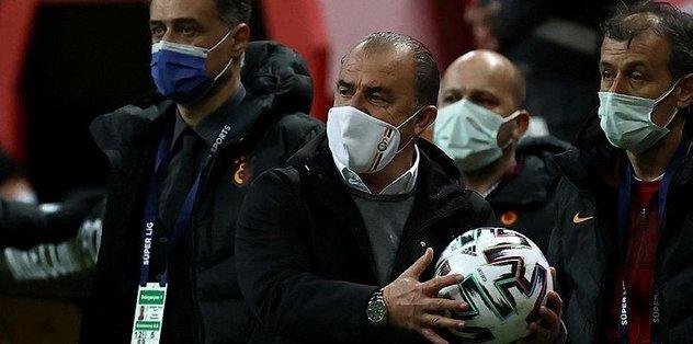 """Galatasaray Rizespor maçında Fatih Terim çılgına döndü! """"Gel burada göster"""""""